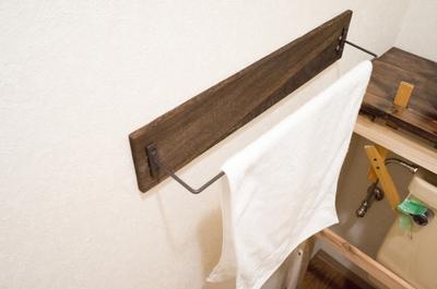 【賃貸DIY】30分で作れるカフェ風タオル掛け!セリアにあるアイテム2個だけで作れました