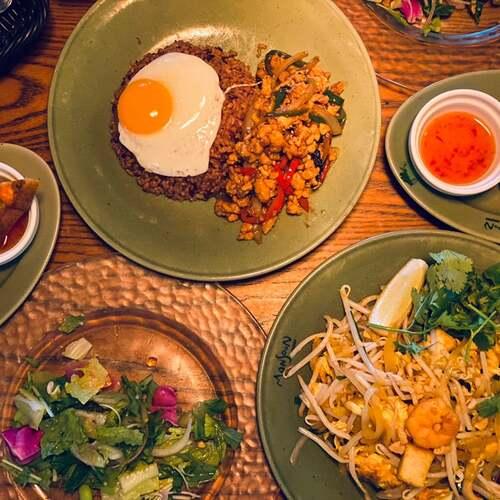 タイ海老トーストで有名なモンスーンカフェ