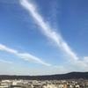 春近し空に筋引く白き雲