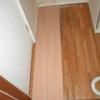 賃貸コーポの洗面、脱衣場の床フワフワに重ね張り事例