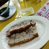 香港地元飯、ダイパイトン:豚バラのカリカリ焼き、レンコンのコロッケ、香港風あんかけ焼きそばなど(金沙角、沙田囲)