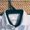 ジーンズ+スニーカー+白いワイシャツ……?