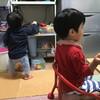 バナナを離さない息子、寝ながら食事を続ける娘 - 年子育児日記(2歳5ヶ月,0歳11ヶ月)