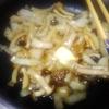 悪玉コレステロール改善のため、本気で野菜料理はじめます【キノコと玉ねぎのバター炒め】