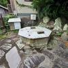 八角井戸と沼島庭園の池(兵庫県沼島)