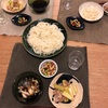 半田麺、きゅうりと豚バラの炒め物、豆とトマトとひじきのサラダ