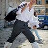 2015 メンズファッション 夏服着こなし おすすめコーディネート 白シャツ、白Tシャツに黒アイテム