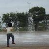 噴水に歓喜するKID