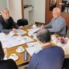 ミニコミ連携へ初懇談 シニア紙と自治会新聞