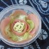 キャベツのサラダとレモンハーブ鮭弁当