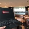 タイ・バンコクのスワンナプーム国際空港にあるタイ国際空港のロイヤルシルクラウンジでThinkPad X1 Carbonを使う