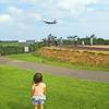 毎日の日課はお庭で飛行機探し