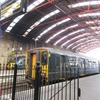 ロンドンへの鉄道旅と『かつて100』カフェ