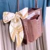 ミニバッグに合わせて財布もハンカチもミニ化。