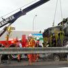 【事故】2014年11月26日(水)午後1時5分頃、厚木市の東名高速道路下り線で事故で路肩に停まった乗用車に米軍大型トラックが乗り上げ、乗用車の助手席の女性が死亡。