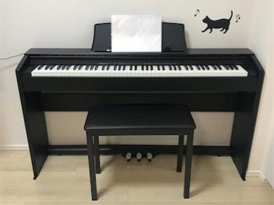 家で過ごす休日〜絵を描いたり、ピアノを弾いたり〜