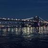 夜のブルックリンブリッジ