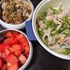 チンジャオロース風、トマトポン酢漬け、オニオンスープ