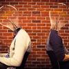 【愛されキャラに共通の秘訣!】  職場で孤立しない人は、社内SNSで積極的に雑談をしている。