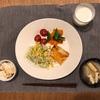 菜っ葉炒り卵ごはん、鮭、サラダ、豆腐、かぶと揚げの味噌汁