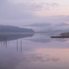 夏の沼田町の朝 霧のホロピリ湖