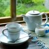 週末ライフ。「梅雨空と凪ぎの海辺にそっぽを向かれた波乗り好きの休日は、いつものカフェでコーヒーブレイク」の巻。
