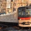 朝日を浴びる始発列車!東武アーバンパークラインとスカイツリーラインをはしご撮影