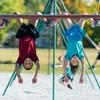 バイオバンディングの応用(女子体操選手における成熟の遅れは、成長板が反復的な圧力や極小外傷、また衝撃などの不都合な力学的要因に長期的にさらされる結果、慢性脊椎傷害の潜在的危険因子となることが確認されている)