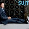 【20代必見】スーツxスニーカースタイルでお洒落かつ機能的に!