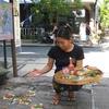 インドネシア旅行記 バリ・ヒンドゥー教のお祈り ムバンタン 道端でバリの文化に触れる