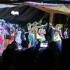 ヒバの王が上陸したビーチとカリカリダンスショー