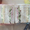 胡麻食パンでエッグサンド&ハムクリチサンド。