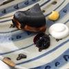 立夏のメニュー アボガドクリームのタルティーヌ、真っ黒なバスクチーズケーキ、レンズ豆の豆乳スープ、マフィン2種、ひよこ豆のミネストローネなど