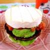 鯖ハンバーグと自家製ケチャップでカマンベールバーガー