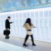 12年連続で売れ続けている圧倒的化粧水シリーズ『#日本で一番売れてる化粧水』の商品名を伏せられた意味深な広告が新宿駅と梅田駅に立ち並ぶ!