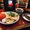 築地の「米花」でモモ肉の蒸し鶏、「ターレットコーヒー」でりんごジュース。
