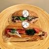 メゾンカイザーで秋の彩り野菜サンド&ボロニヤソーセージとクリームチーズのサンドイッチ。ユニークなハロウィンメニューも続々と登場しています!