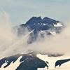雲を纏う鳥海山