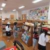 低学年図書館 今日も人気