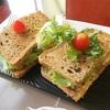 【行ってみた - ハノイ de グリルチキンサンドイッチ】HEALTHY CORNER CAFE BAKERY