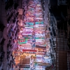 夜のネオン街 それは光と闇が交わる場所