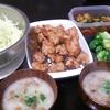 豚こま唐揚げ、ブロッコリーサラダ、味噌汁