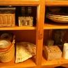 シンプルな暮らしの収納~食器棚の下の扉の中はこんな感じ