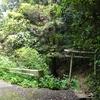 道路わきにひっそりと祀られる神社 福岡県北九州市小倉南区大字新道寺