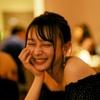 """乃木坂46・鈴木絢音、ファン待望の""""ほろ酔い""""カット公開 リラックスした笑顔に"""