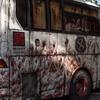 通勤電車の車窓から血まみれのバスが見えたので行った見たら・・・