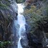 花崗岩を濡らして落ち続ける仙娥滝は昇仙峡のハイライト(山梨県、猪狩町)