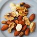 金曜日のプチ贅沢:成城石井「2種のトリュフ香るミックスナッツ」