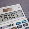ビットコイン等仮想通貨の取引の税金について!仮想通貨の収益は「雑所得」にて課税されます。株、FXの税制と比較してみました。