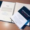 瞑想するカリスマ投資家レイ・ダリオ氏の『PRINCIPLE』がついに邦訳されて3月21日に発売